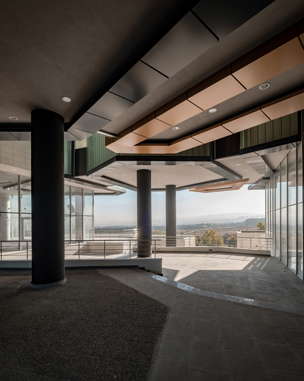 Views from the Entrance Plaza to East: Overlooking Cascading Platforms Orhan Kolukısa, Yerçekim}