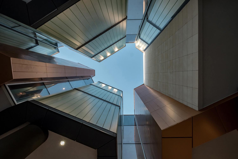 Negative Spaces in Between Exhibition Halls Orhan Kolukısa, Yerçekim