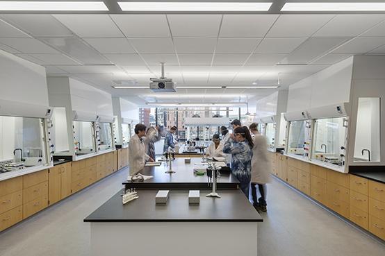 Daylit chemistry lab Albert Vecerka / Esto