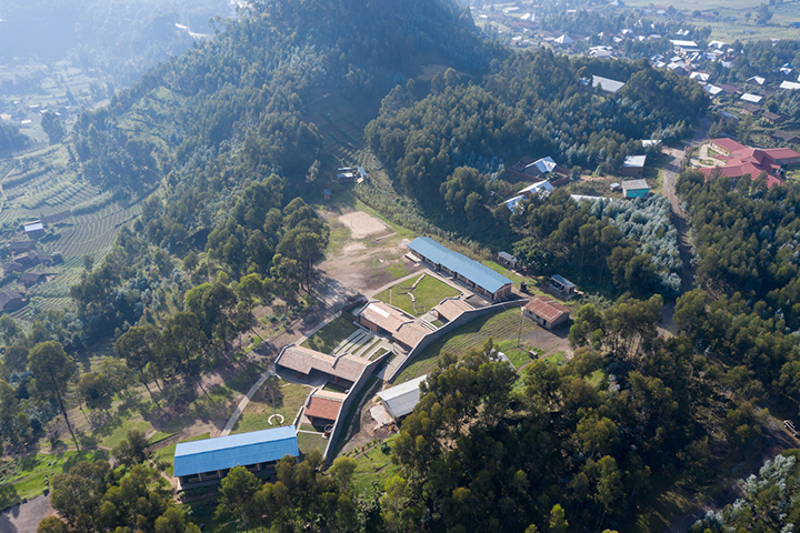 An aerial view of the Ruhehe Primary School. Iwan Baan (Limited Copyright)