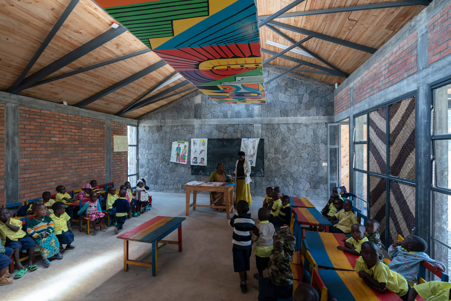 The new classrooms feature skylights and light-shelves that diffuse the incoming natural light, ensuring comfortable daylighting for reading and writing. Iwan Baan (Limited Copyright)