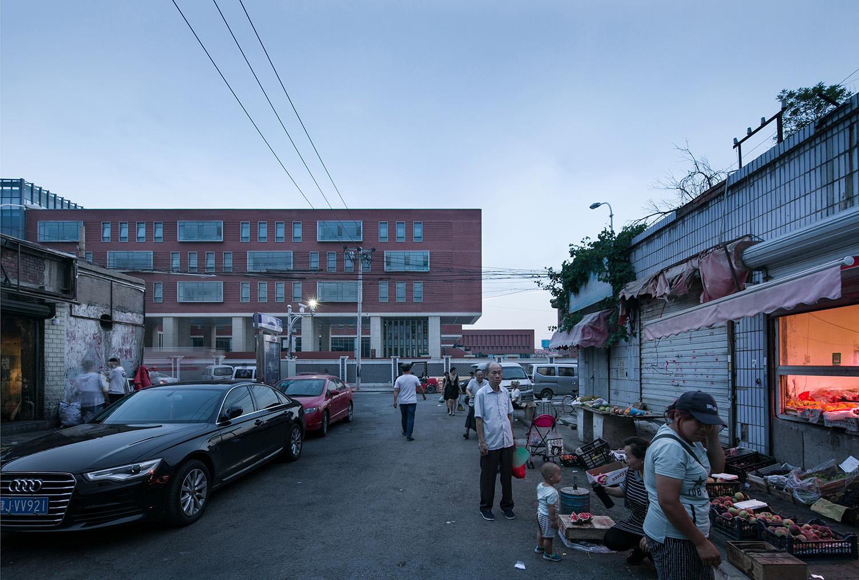 Dialogue between School Entrance and Tianjin City © Hui Zhang