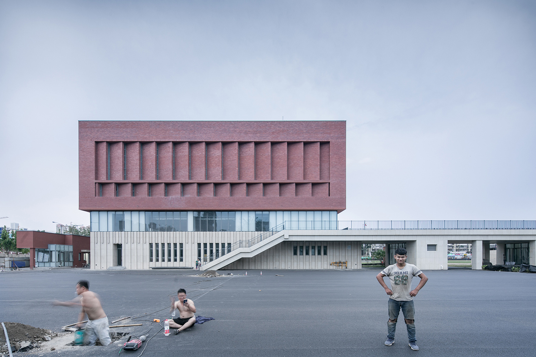Gymnasium - East Façade (Under construction) © Hui Zhang}