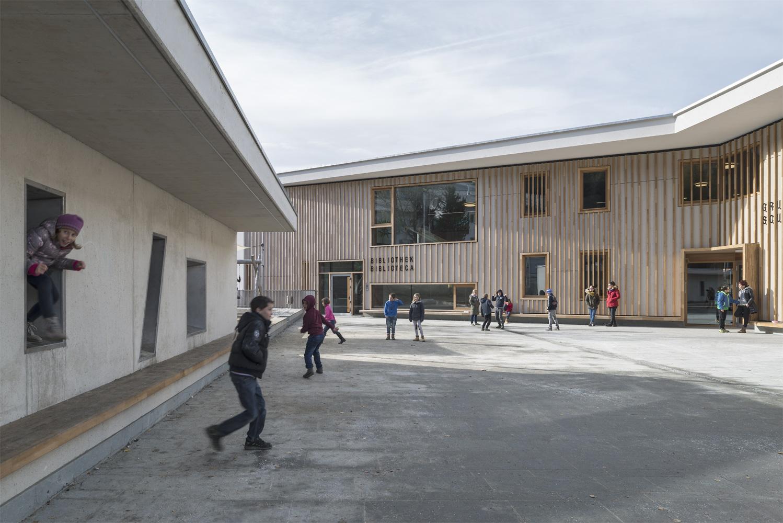 Elementary School courtyard during recess Oliver Jaist