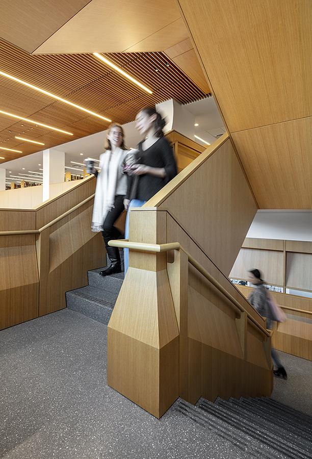 Communicating stairs Courtesy SOM / © Magda Biernat