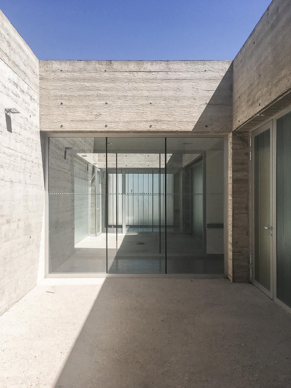 Courtyard studioVRA (Rubén García Rubio & Sonsoles Vela)