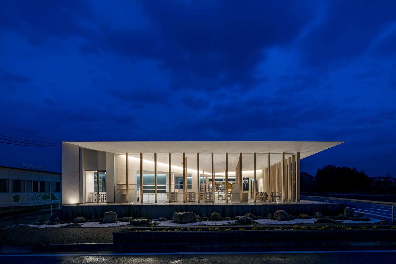 Night view of West facade ©Stirling Elmendorf