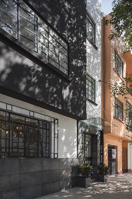 Main façade Luis Gallardo / LGM Studio