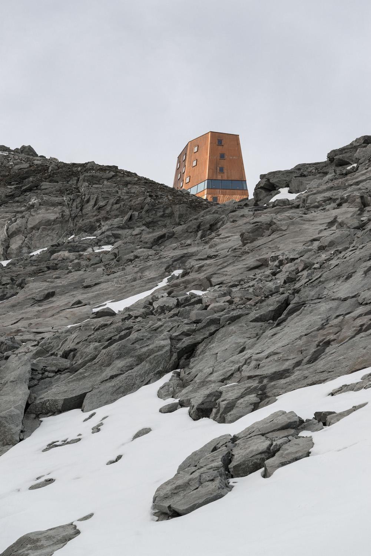 """Il fabbricato a forma di """"torre"""" cambia aspetto a seconda del punto di vista del visitatore Oliver Jaist, Bressanone"""