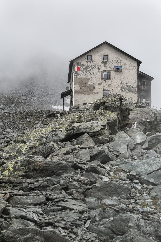 Vecchio rifugio (ormai demolito) al Sasso Nero a 2.923 m s.l.m. Oliver Jaist, Bressanone}