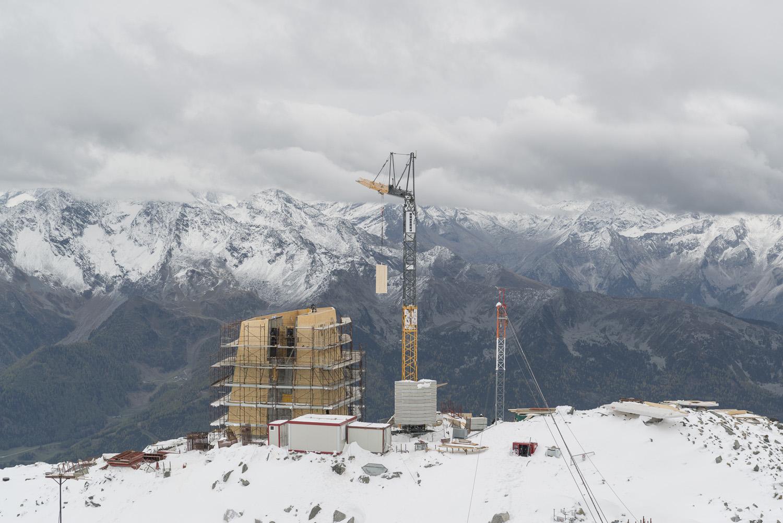 Ultimazione dei principali lavori con elementi prefabbricati in legno nell'ottobre 2016 prima della pausa invernale Oliver Jaist, Bressanone