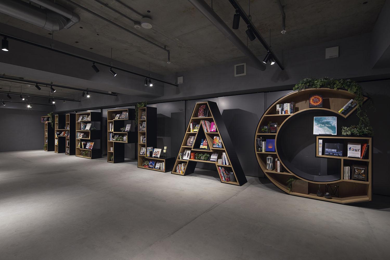 LIBRARY WITH ALPHABETIC BOOKSHELVES Keishiro Yamada,YAMADA FOTO TECHNIX