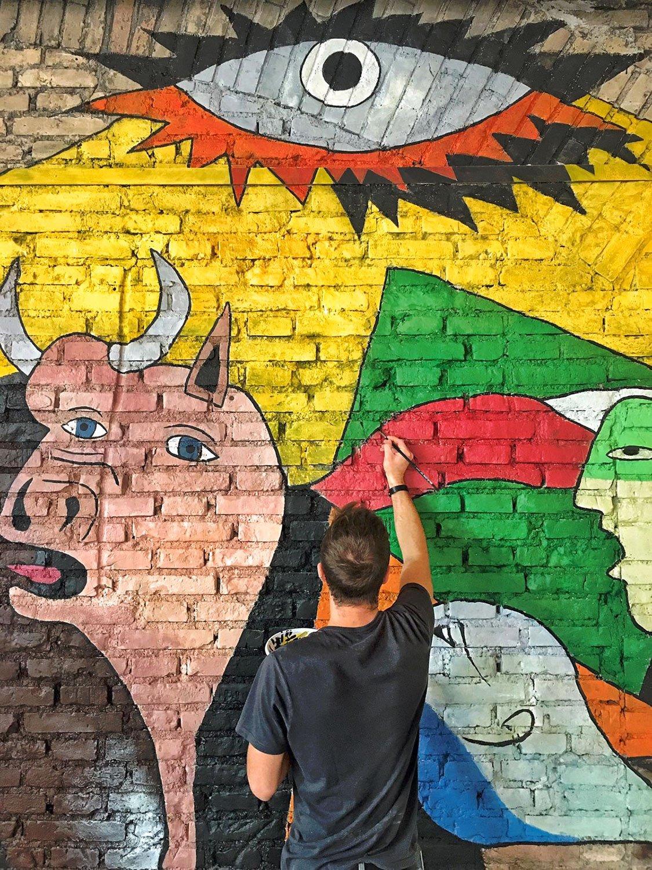 Il Team di RM\Architecture mentre realizza il murales di Malandros RM\Architecture}