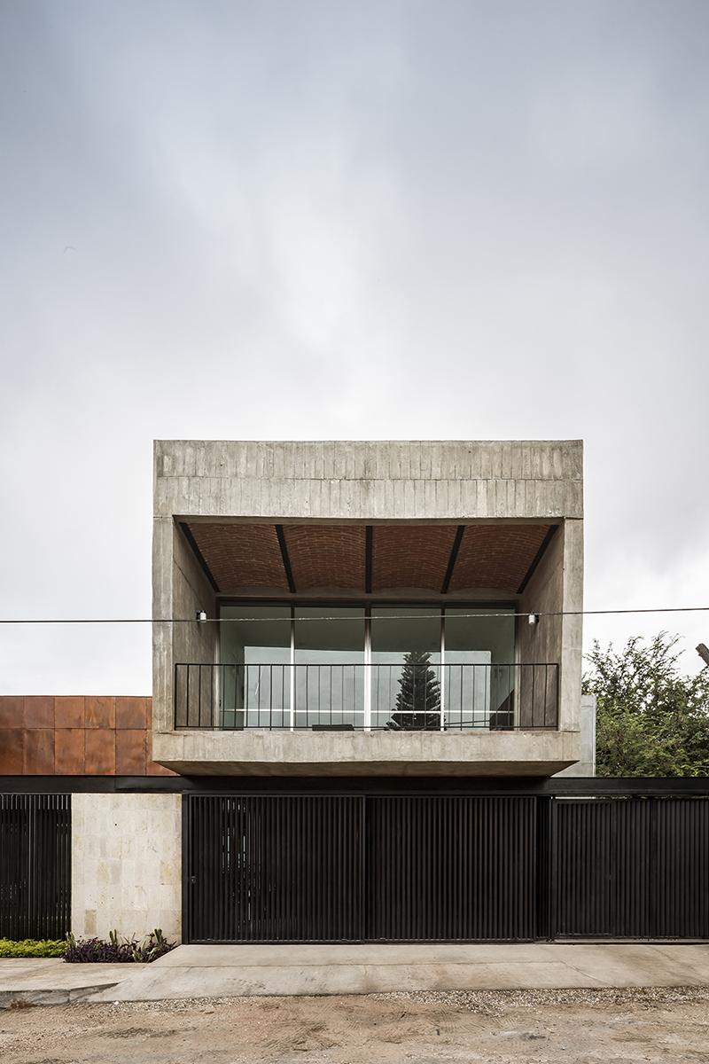 Main façade César Béjar