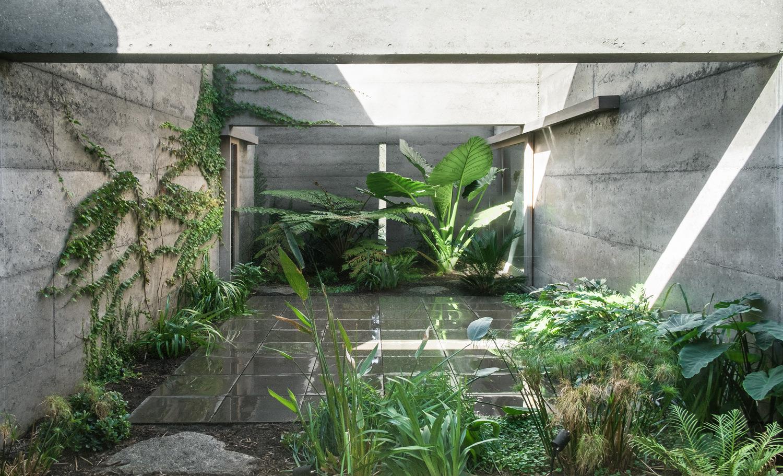Courtyard Givlio Aristide
