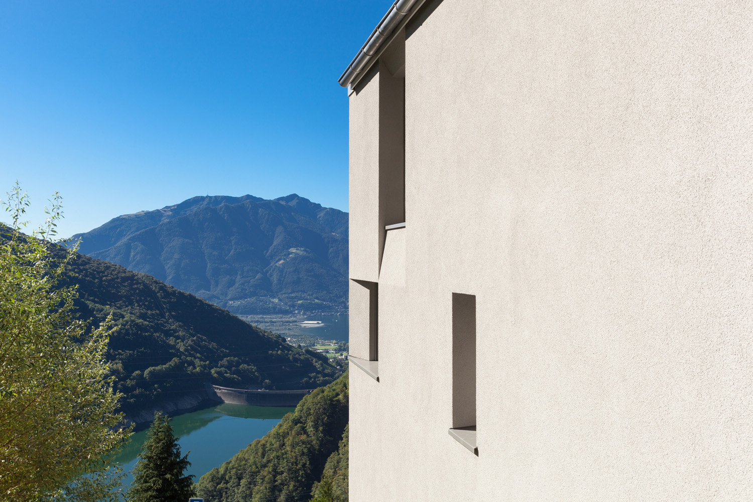 East facade with valley view Alexandre Zveiger, Lugano CH