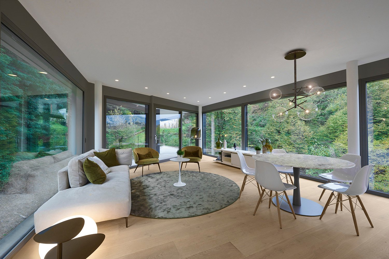 Vista interna soggiorno - Appartamento verso bosco Paolo Volontè
