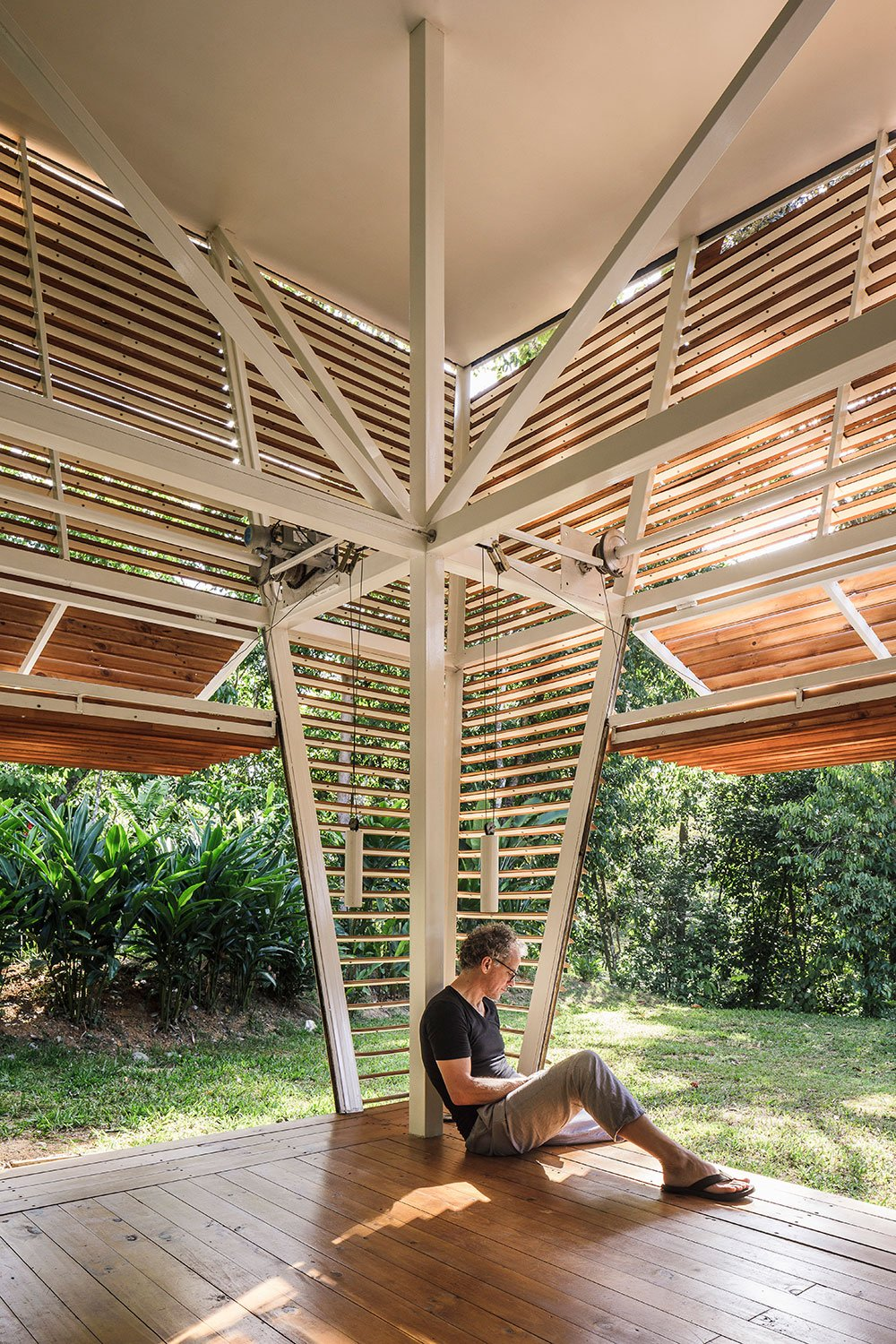 Operable facade panels convert interior into exterior spaces and play with the indoor-outdoor dynamic of tropical architecture. Fernando Alda