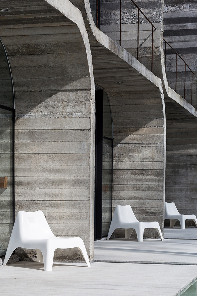 Front view : White chair and Deck area Anotherspacestudio|Piamphon Chanpiam