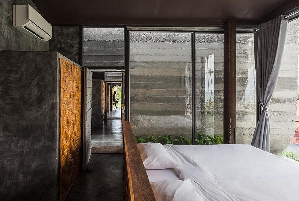 2nd floor Bed room : Connecting Corridor Bridge Anotherspacestudio|Piamphon Chanpiam
