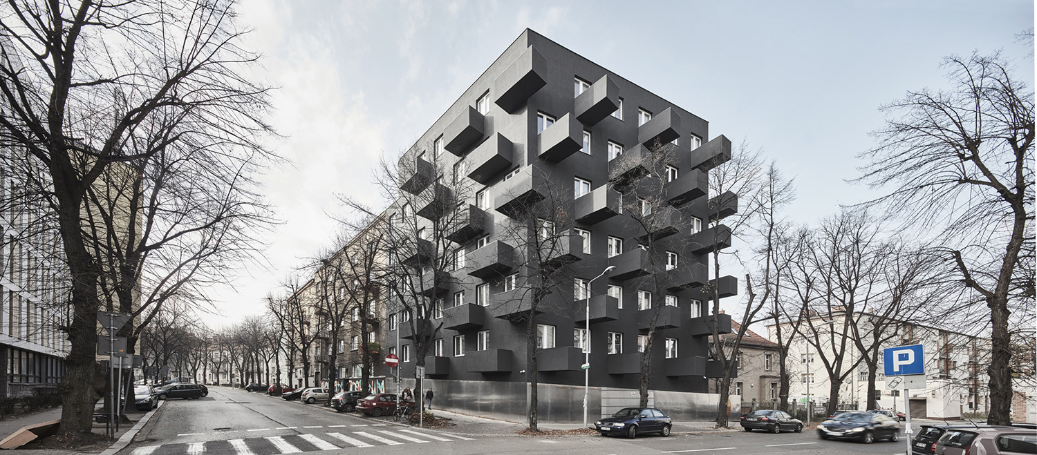 View from the crossroad, south east. Housing project is inspired by smog damaged, modernist architecture of Katowice. Balconies, arranged in the same direction combined with the irregular outline of the bu Aleksander Rutkowski