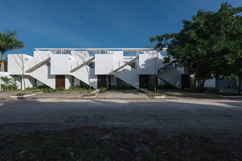 Front facade II Photographer: Tamara Uribe}