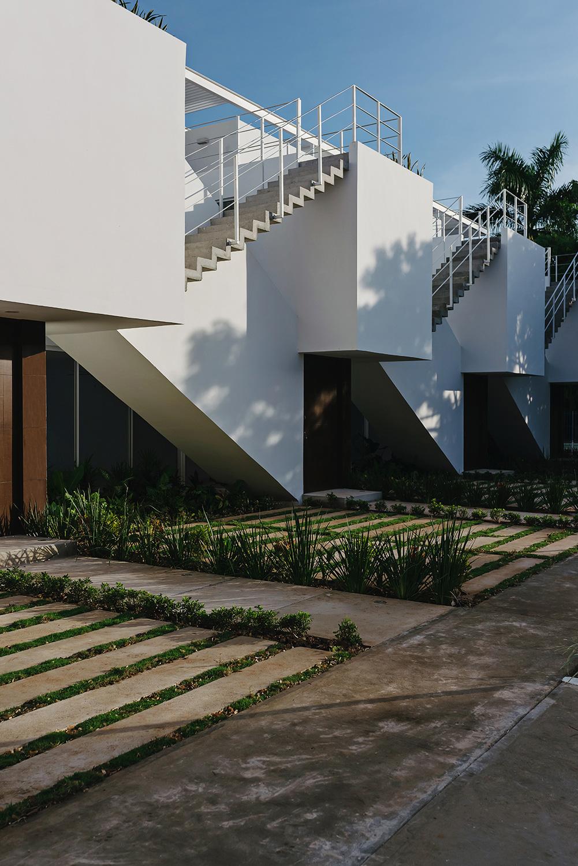 Lateral facade II Photographer: Tamara Uribe}