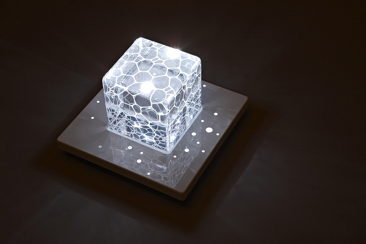 Paperweight can turn into a lamp at night Su Chen