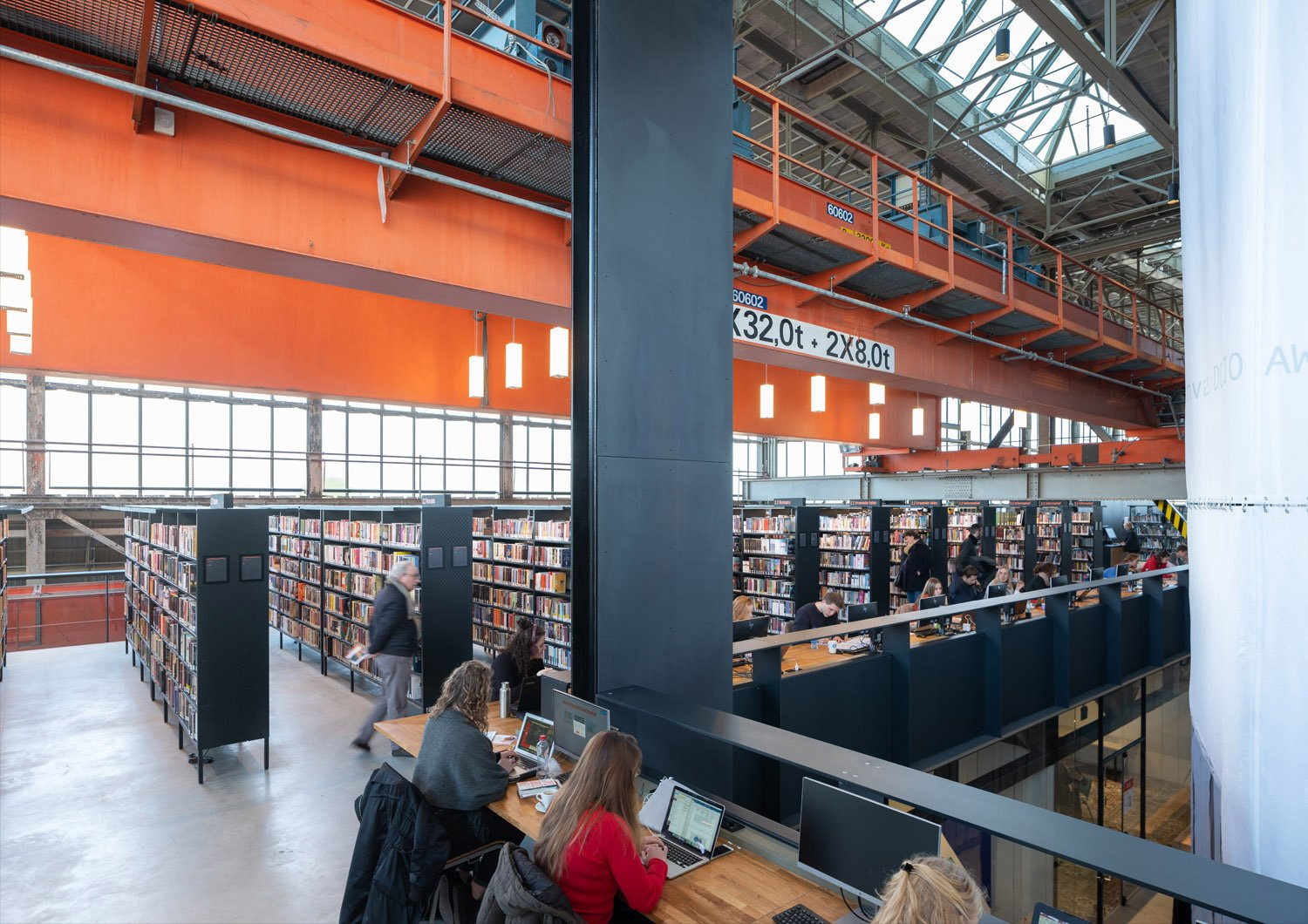 The LocHal is not only a library, but also a laboratory where you are challenged, gain new knowledge and learn about new innovations. Ossip van Duivenbode