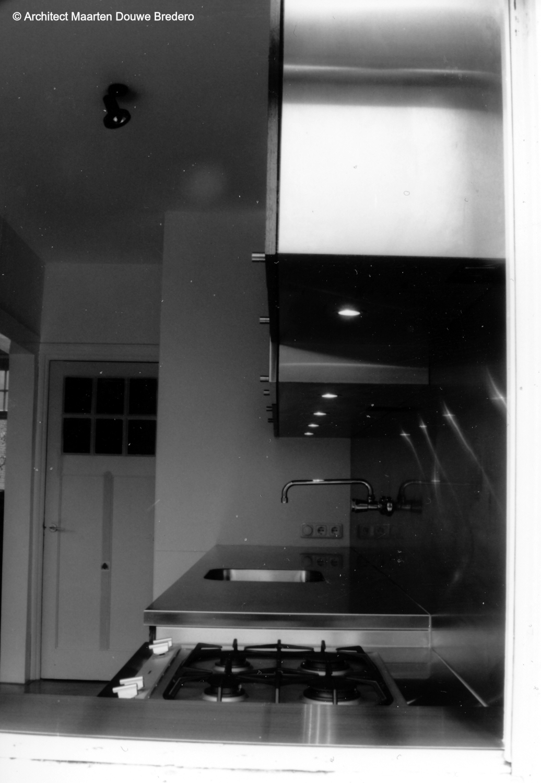 maximum-depth-counter-minumum-for-upper-cupboard M.D. Bredero