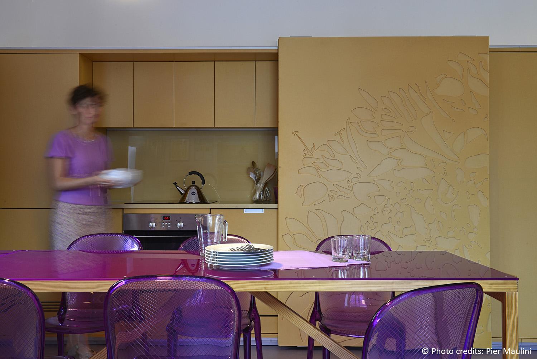 I pannelli scorrono e lasciano la cucina ''a vista''. Pier Maulini