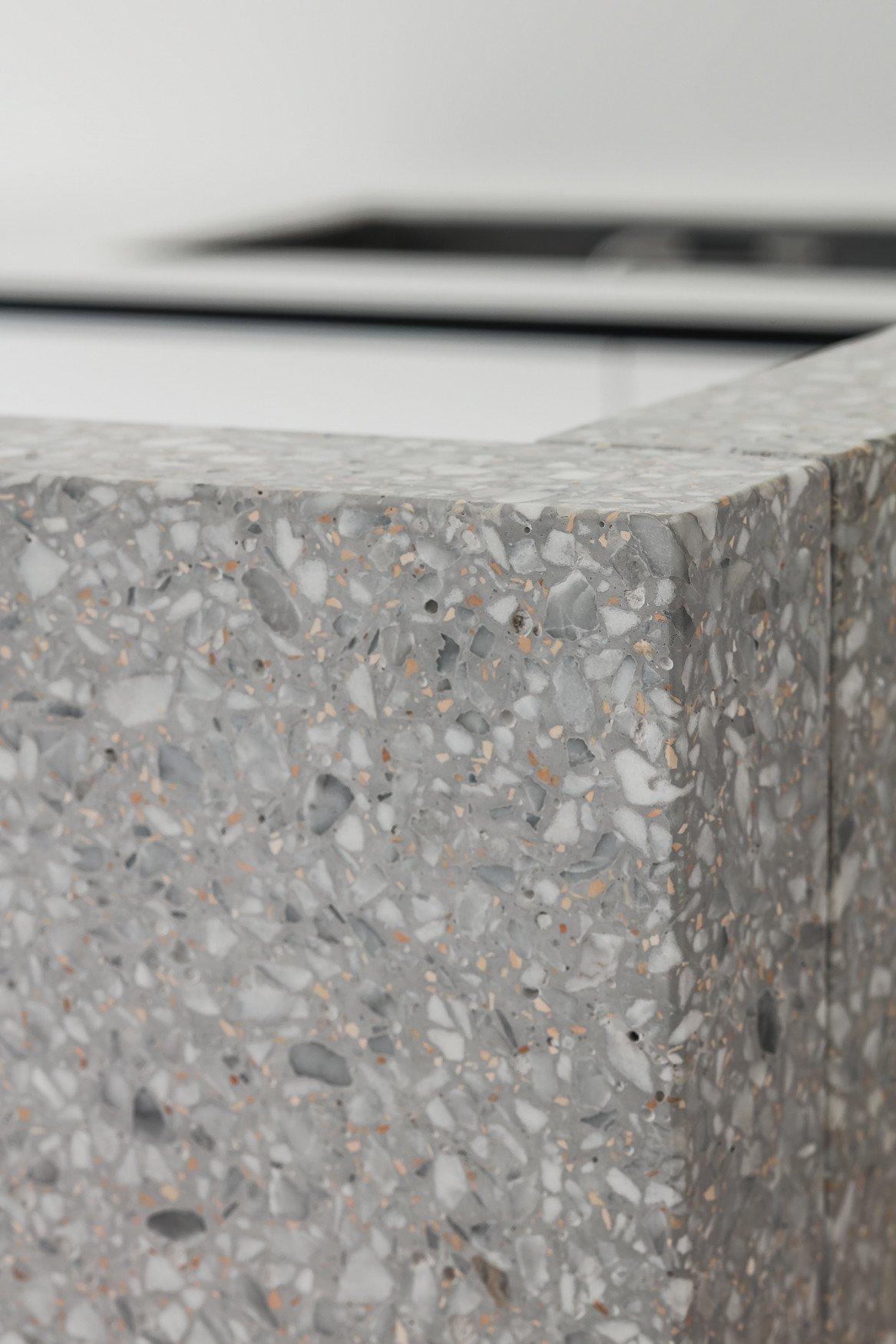 Detail of custom granito furniture Thomas De Bruyne (Cafeine.be)