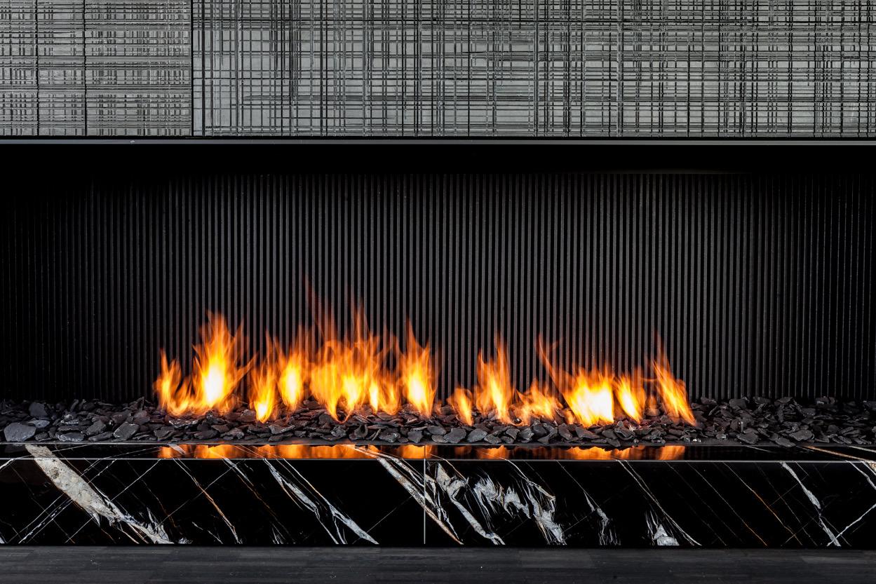 Close-up of fireplace Thomas De Bruyne (Cafeine.be)