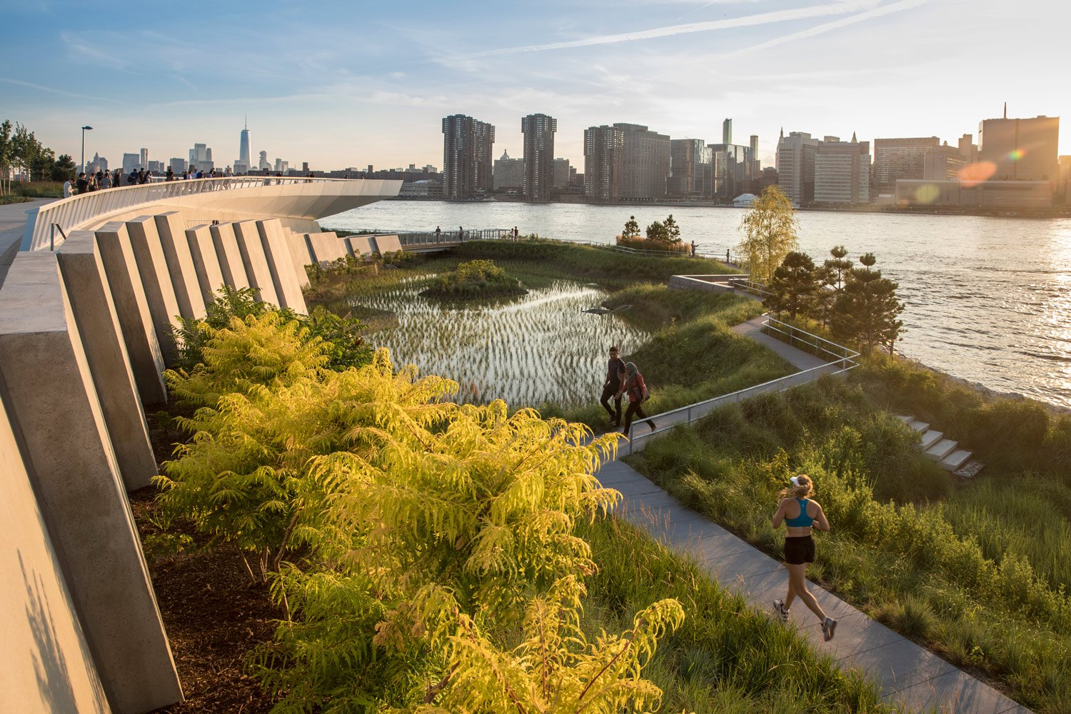 OVERLOOK, WETLANDS, AND LOW PATHWAYS ©Lloyd/SWA, courtesy of SWA/Balsley and WEISS/MANFREDI