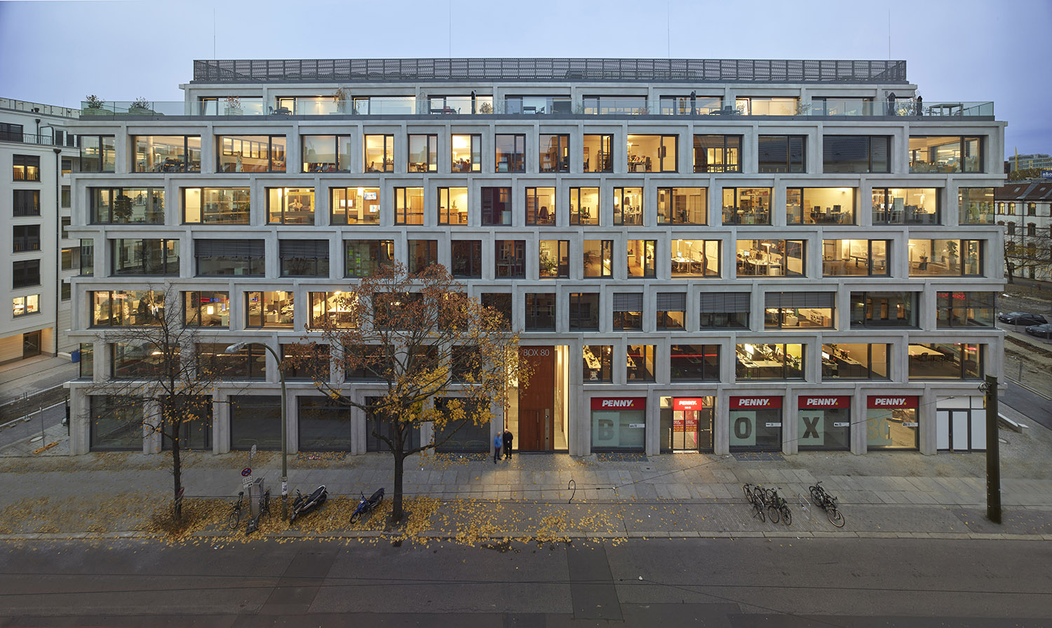 The new office building has an open, elaborated façade structure Roland Halbe