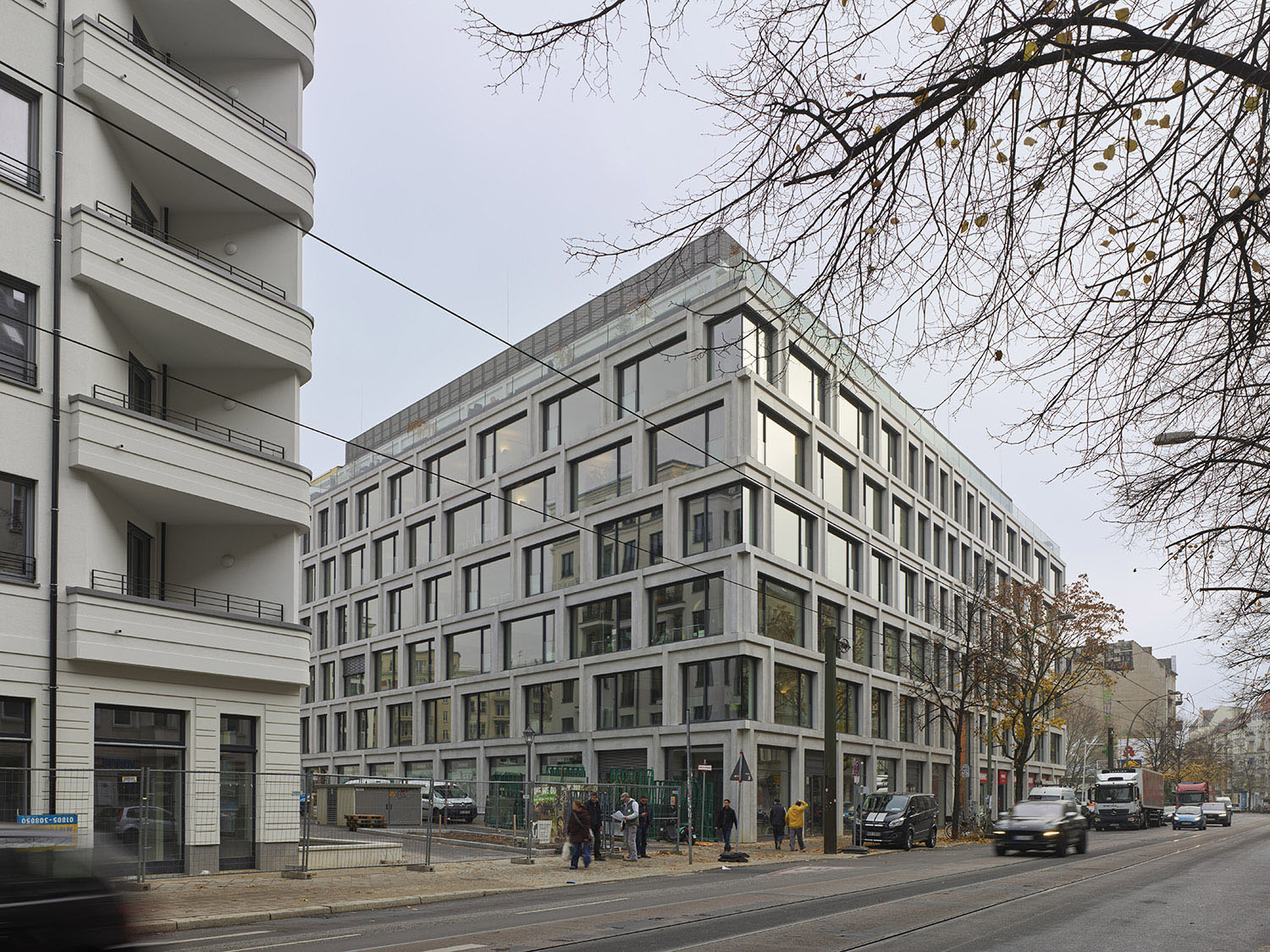 The new construction is integrated in its surrounding Roland Halbe