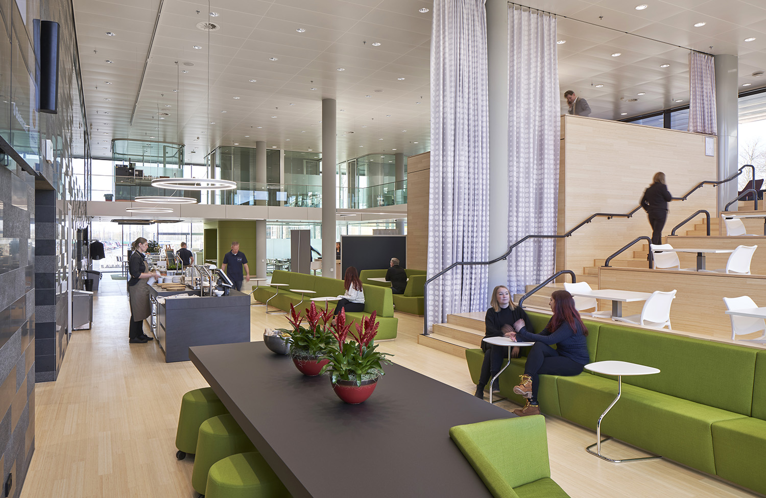Rabobank has created a sustainable icon in which customers as well as businesses, stakeholders, schools and the non-profit sector can meet. It is open, transparent and sustainable (BREEAM Excellent). The c © Ronald Tilleman
