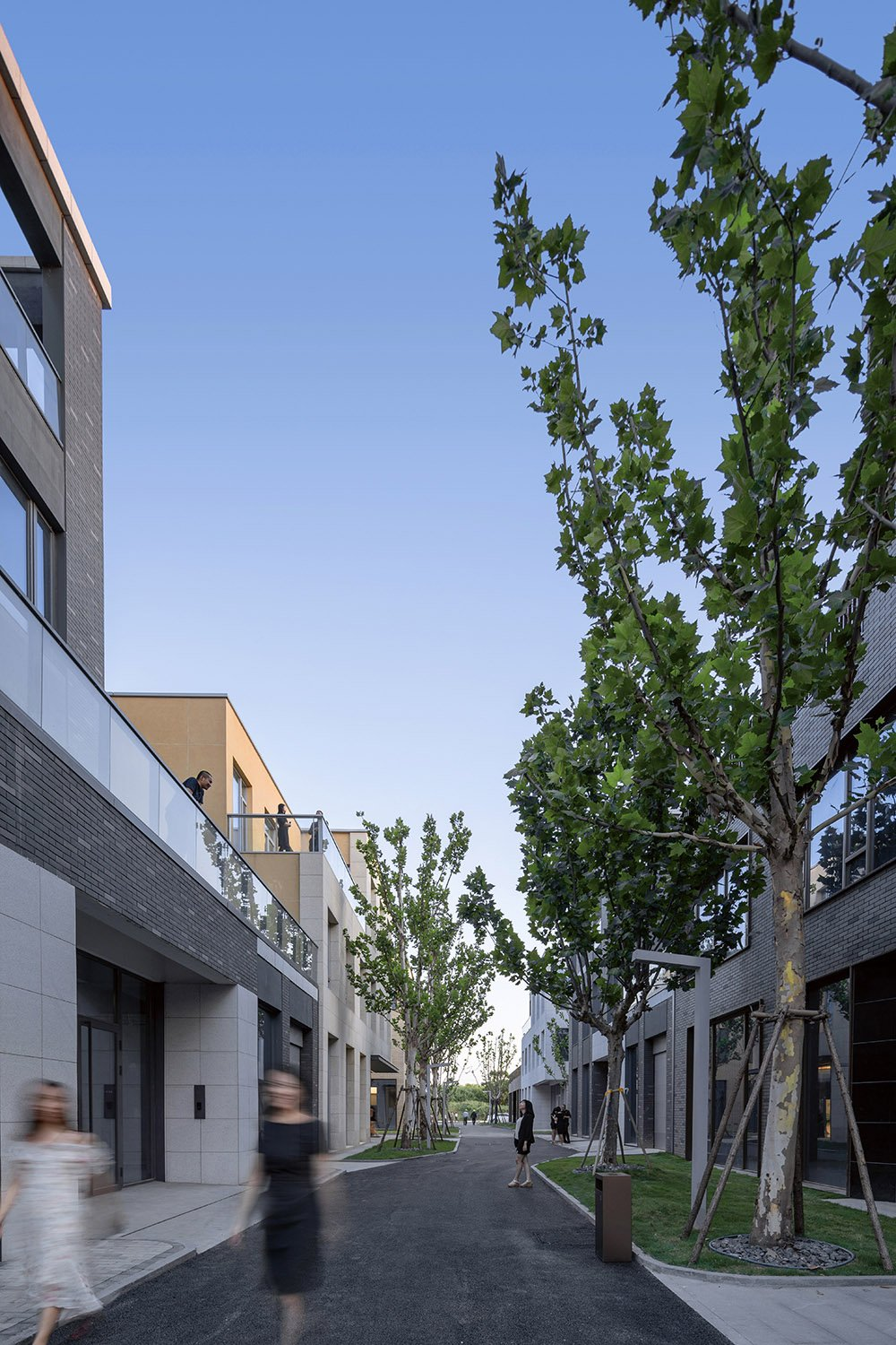 the 9-metre Vertical Street with more Outdoor Platforms and Set-back Space Guo Ming