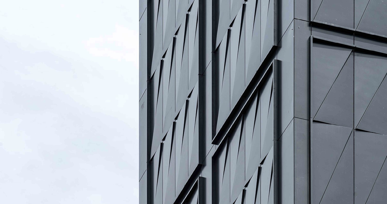 Custom three-dimensional metal panels in response to nearby Highline Field Condition
