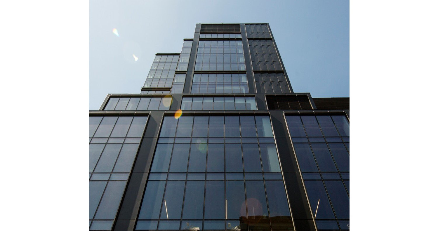 Facade Expression: unitized curtain wall of reflective glass and metal architectural panels David Sungberg | ESTO