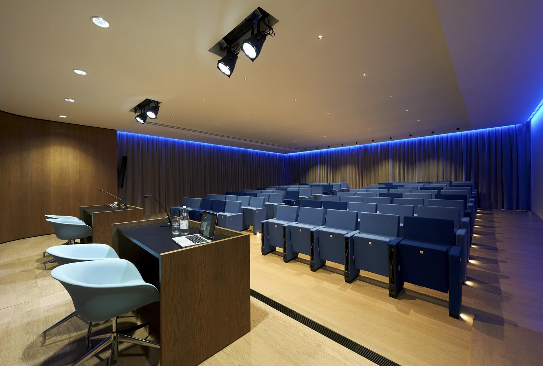 il sistema di oscuramento dell'auditorium Jurgen Eheim
