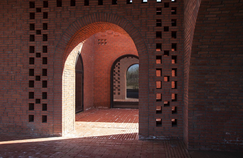 Inner courtyard entrance Zhi Geng