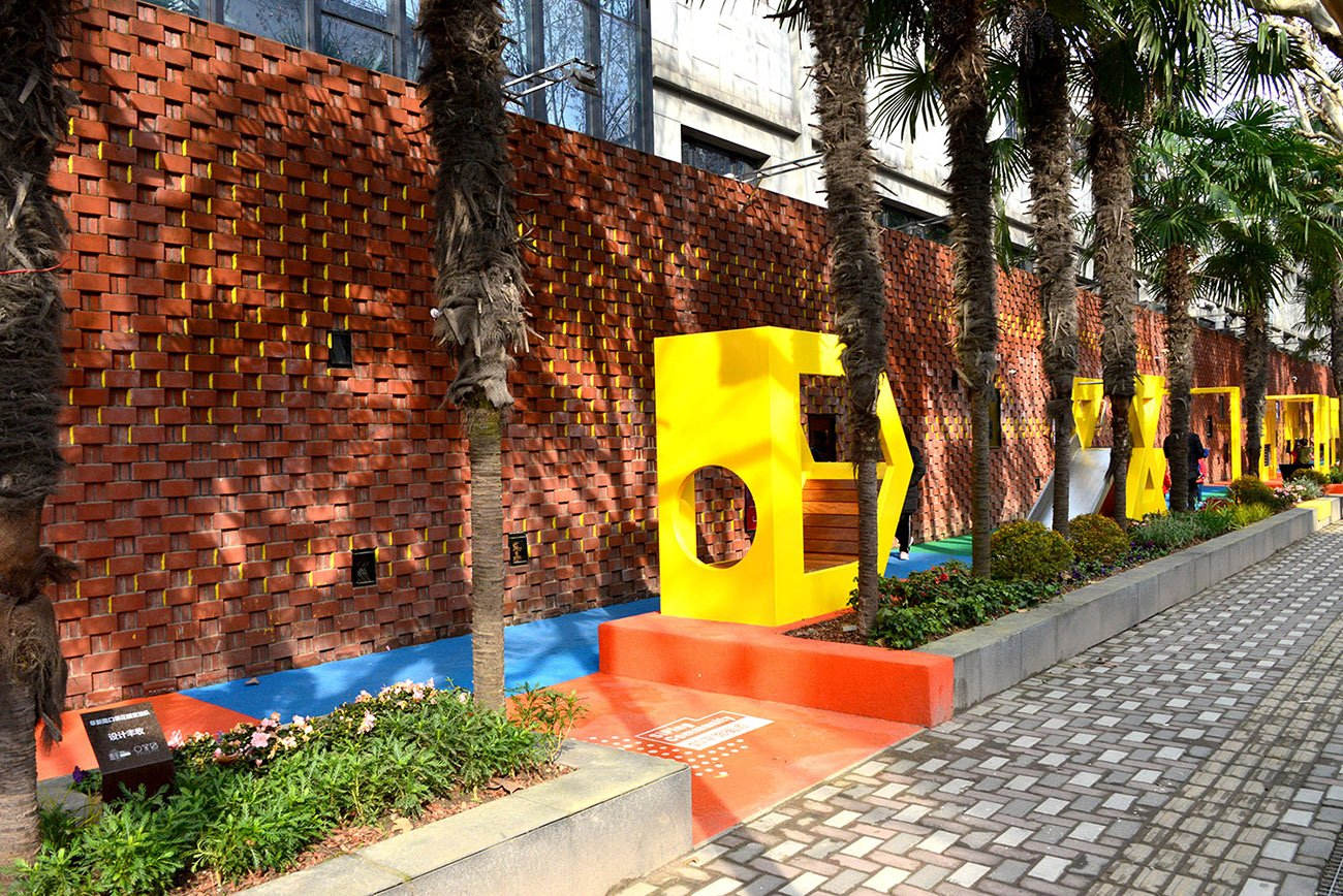 The remained 6 flowerbeds have been replaced with new flowers and self managed by the local residents, schools and enterprises. This action creates long term community engagement for the place Ni Minqing