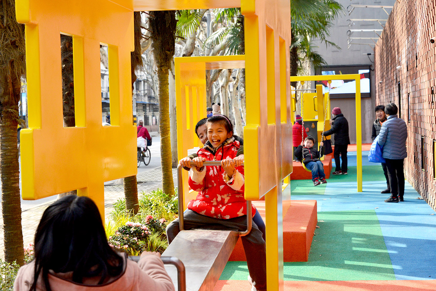 The placemaking solution associating the letters with playful facilities and a bright, colorful pavement,as well as the self managed community garden Ni Minqing