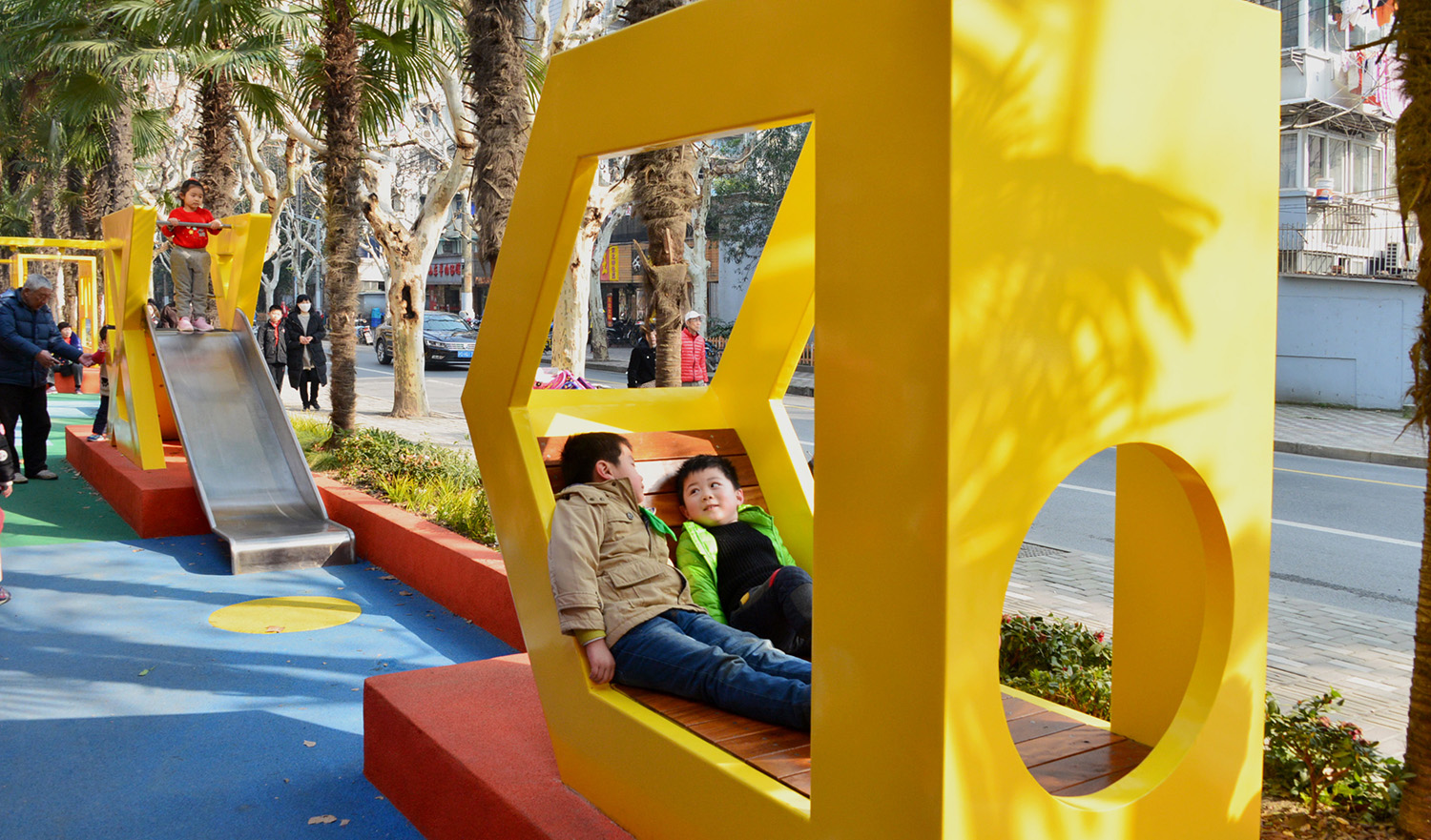 """The logogram becomes the new symbol of the public space, """"D"""" creates relax seating area Ni Minqing"""
