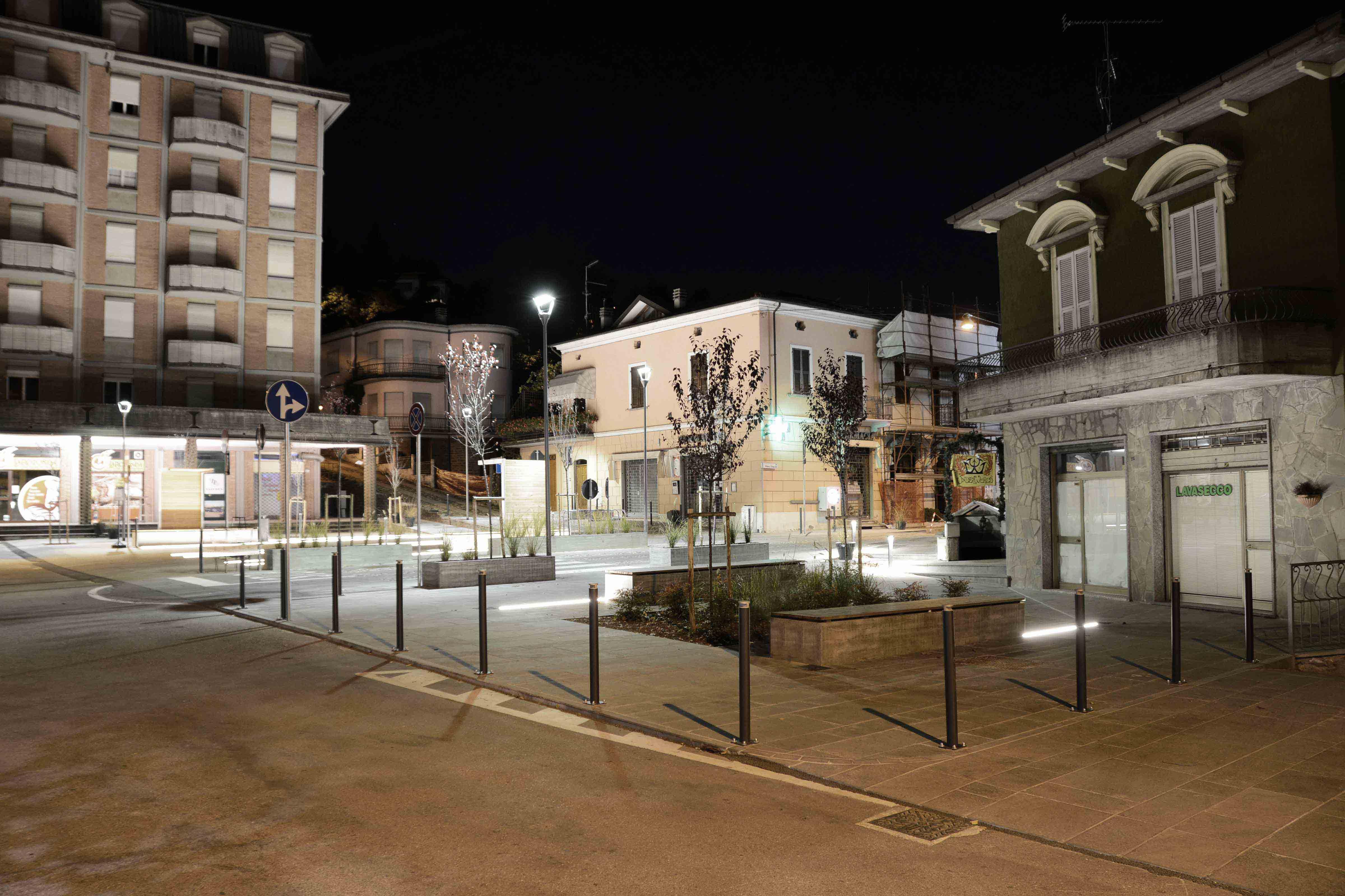 Vista generale serale da via Garibaldi Battaglia Luigi