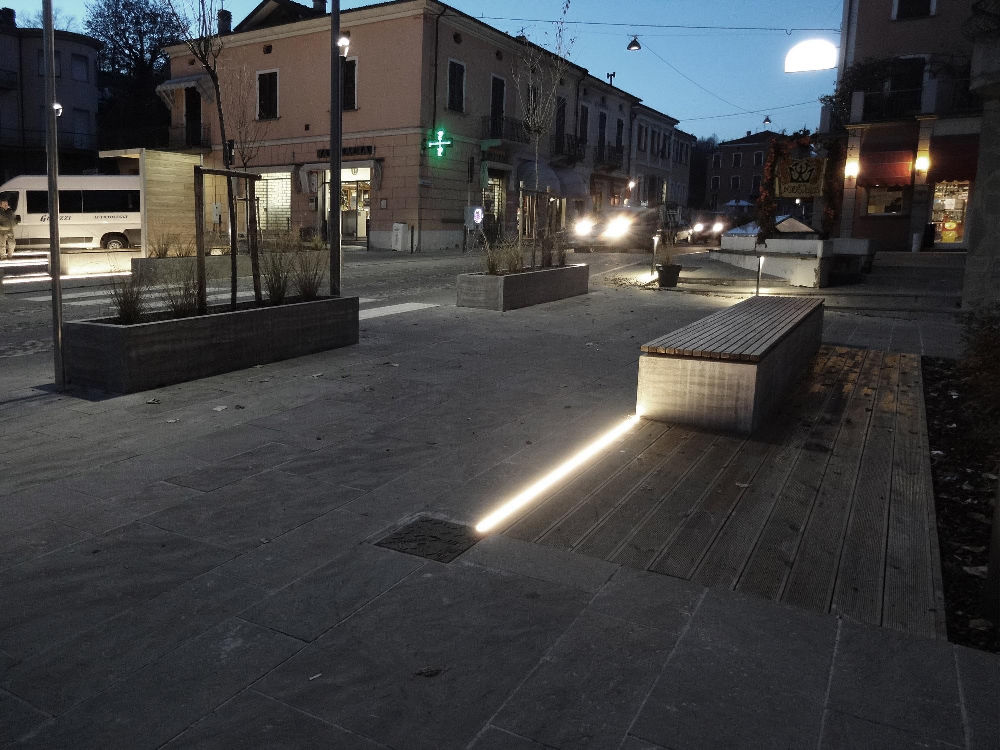 Vista serale area pedonale Francesco Adorni