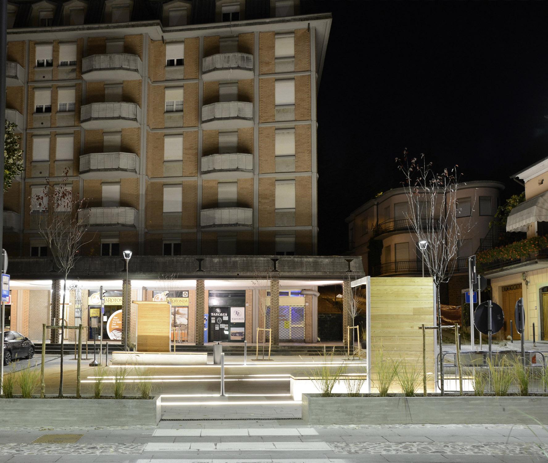 L'area di sosta dei pulman dialoga con il portico Francesco Adorni