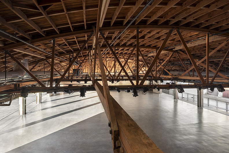 Trusses over morning sunlight Lawrence Anderson Photography Inc.