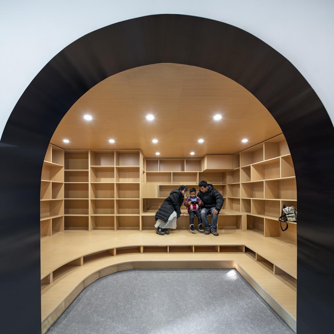Indoor photos001 ZhangYong